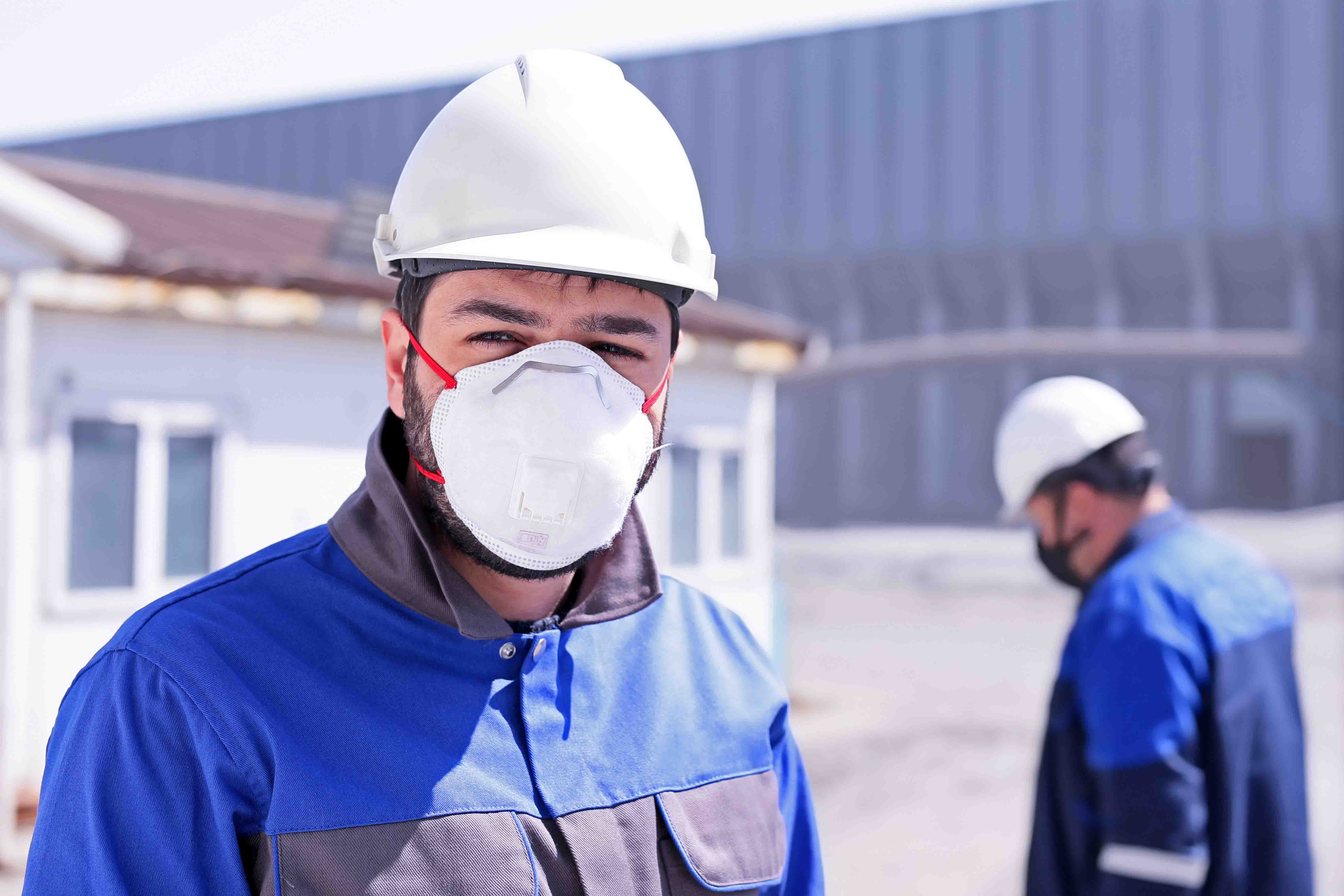 hommes chantiers masque